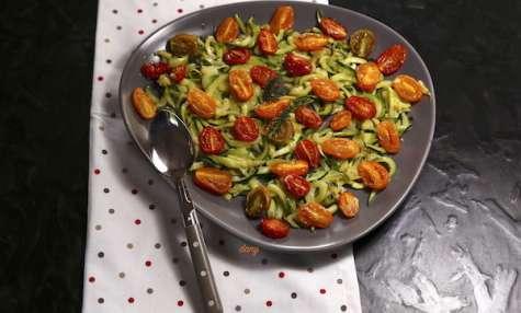 Tagliatelles de courgettes à l'ail citron et tomates rôties