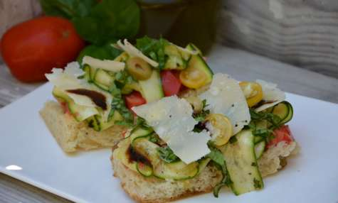 Tartines courgettes, tomates, parmesan,basilic, balsamique