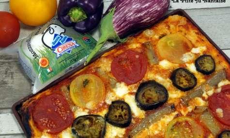 Pizza maison aubergines, poivrons, tomates