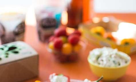 Mini poivrons farcis au fromage frais, concombre et poulet