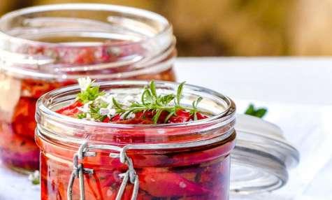 Tomates confites à l'huile et aux herbes aromatiques