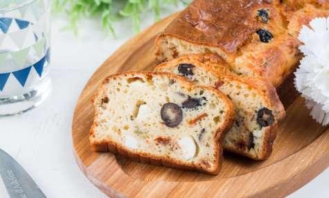 Cake salé aux olives, fêta et basilic