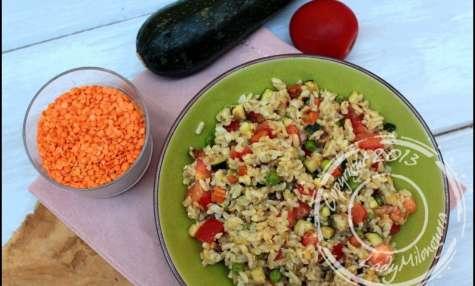 Salade de riz complet aux lentilles corail, avoine et légumes