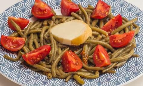 Salade de haricots verts aux tomates et à la scamorza