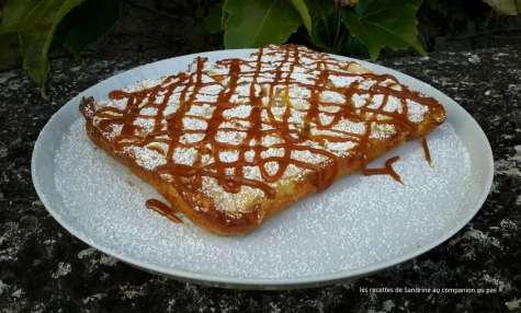 Gâteau invisible aux pommes nappé de caramel beurre salé