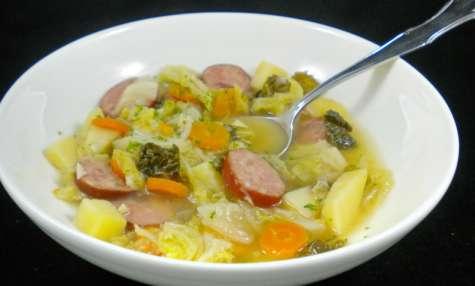 La soupe au chou et à la saucisse