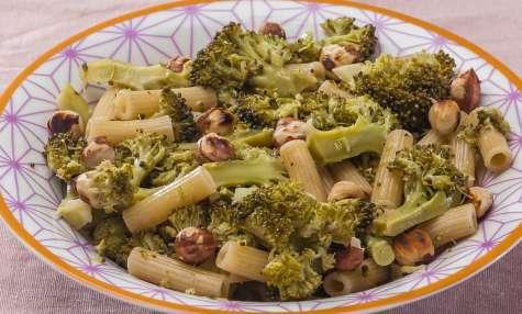Salade de pâtes, brocolis et noisettes