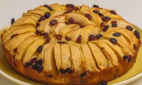 Gâteau aux pommes et aux raisins
