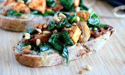 Toats vegan aux épinards et tofu fumé