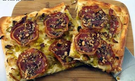 Tarte briochée poireaux, pancetta et noisettes