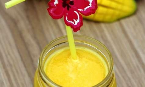 Jus tropical ananas, passion et mangue