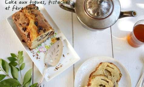 Cake aux figues, pistaches et fève tonka