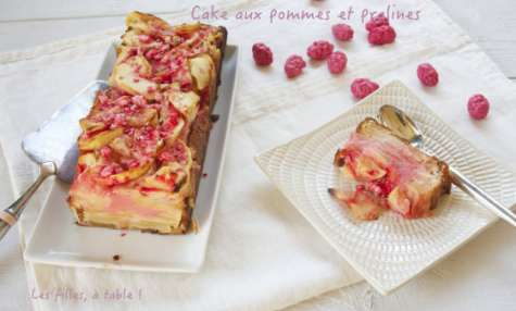 Cake aux pommes et pralines pour Octobre rose