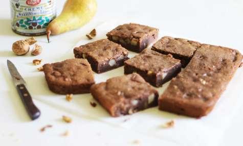 Brownie à la crème de marron, poire et noix