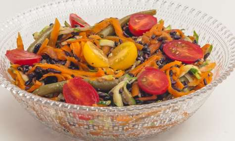 Salade de riz noir aux légumes de saison