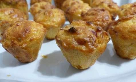 Mini muffins aux lardons, oignons et gruyère râpé