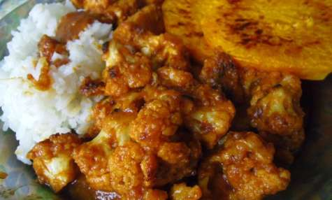 Assiette vegan de butternut, chou-fleur et tempeh à la sauce maison teriyaki aux dattes