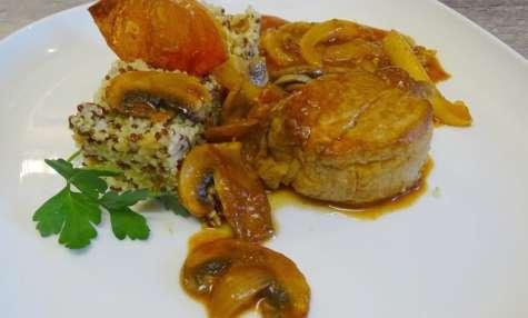 Filet mignon au paprika champignons et poivrons, chips de tomate