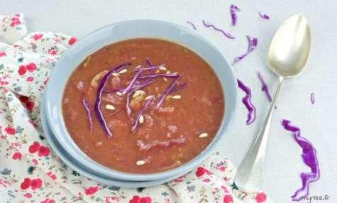 Soupe au chou et à la pâte de curry vegan