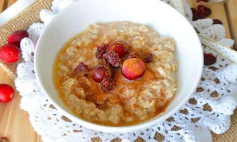 Porridge à la cannelle, cranberries et sirop d'érable