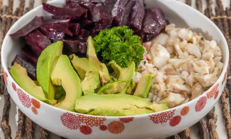 Buddha bowl brochet, avocat et betteraves