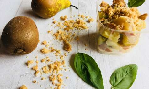 Crumble kiwis, poires et basilic
