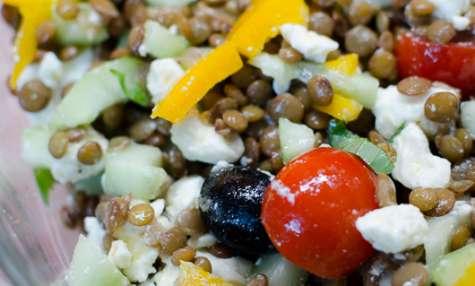 Salade de lentilles à la feta et aux crudités