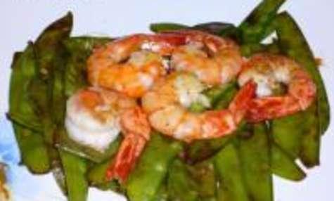 Poêlée de Crevettes sur Lit de Pois Gourmands