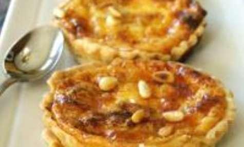 Tartelettes au Gruyère, Miel et Pignons de Pin
