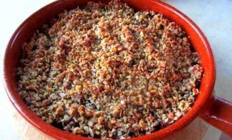 Crumble noix-cantal aux courgettes