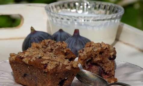 Petits pains moelleux aux figues, pomme reinette, noisettes et glaçage croustillant à la cardamome