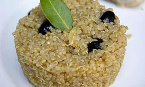 Quinoa aux oignons et olives noires