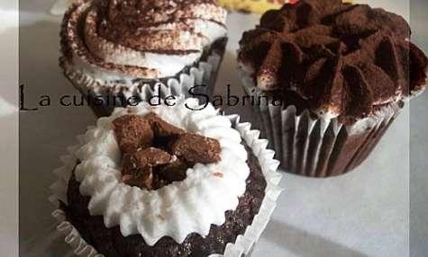 Cupcakes chocolat-café aux éclats de toblerone et chantilly vanille