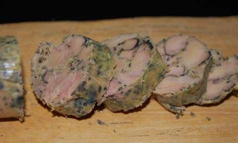 Foie gras cuit à la flamme sur planche de cèdre