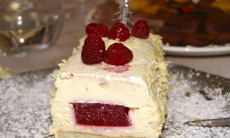 Bûche au chocolat blanc et framboises