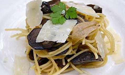 Spaghetti sautés aux cèpes en persillade et parmesan