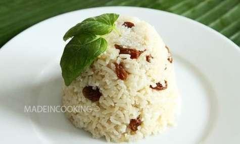 Riz au lait de coco et aux raisins secs