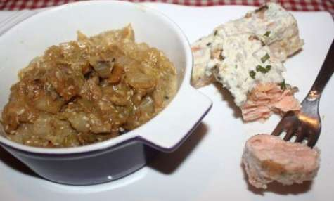Pavé de saumon sauce citron et ciboulette et sa compoté de chou chinois