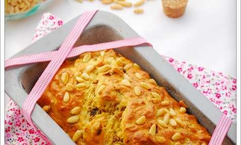 Cake thon, sel au piment d'espelette, pignons et tomates séchées