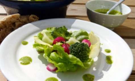 Salade et sa Vinaigrette à la fane de radis