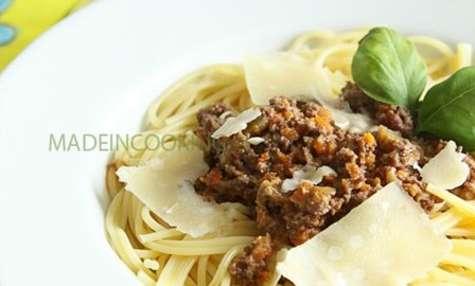 Spaghettis ragu'alla bolognese
