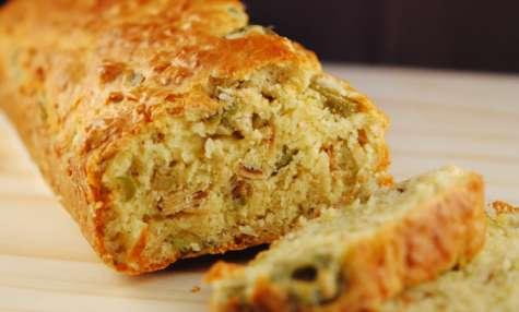 Cake aux olives et amandes grillées