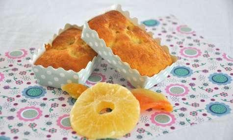 Mini cake à l'ananas et melon séchés