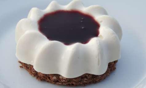 Tiramisu au sirop de fraise et coulis de myrtille