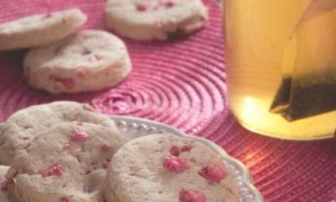 Biscuits sablés aux pralines roses (sans oeufs et sans gluten)