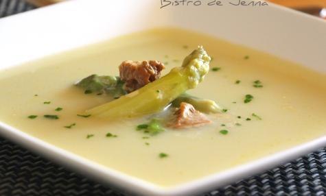 Soupe d'asperges blanches de Provence aux morilles