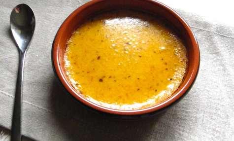Crème brûlée (ou non) à la fève tonka, noisettes et pamplemousse