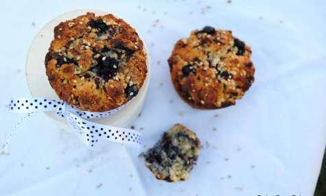 Muffins au sésame toasté, myrtilles et purée d'amande blanche