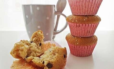Muffins chocolat blanc, purée de sésame & pépites de chocolat noir