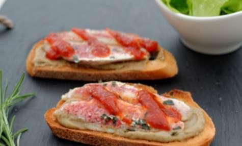 Tartine de caviar d'aubergine et filets de rougets grillés